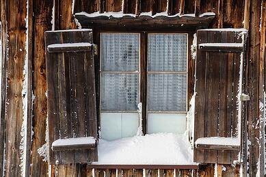 cabin_fever_window
