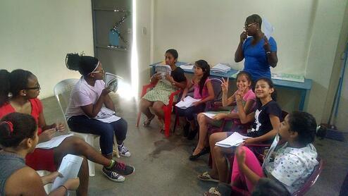maya teaching in La Carpio