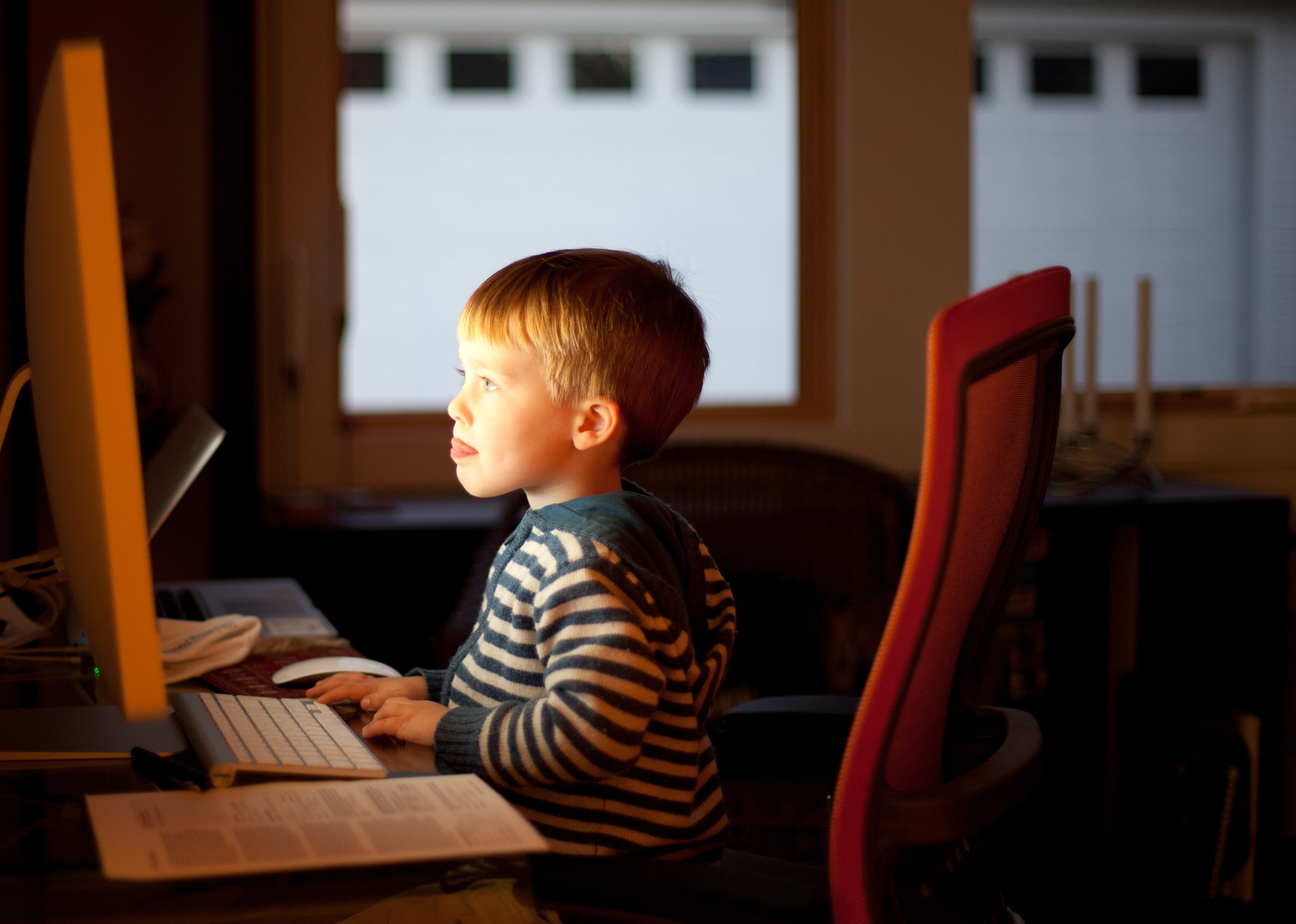 kid_on_computer