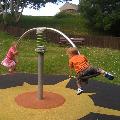 kids_on_seesaw