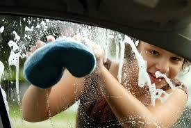 girl_washing_car